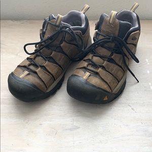 Keen Men's hiking shoes 8.5